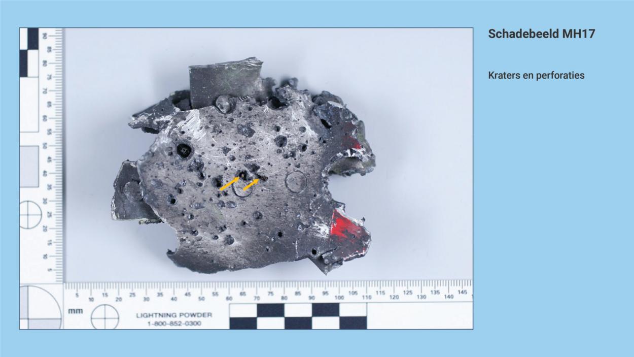 https://www.om.nl/binaries/large/content/gallery/om/content-afbeeldingen/mh17/toelichting-onderzoek-juni-2020/schadebeeld-mh17-kraters-en-perforaties.png